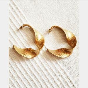 Jewelry - Golden Age// faux gold earrings